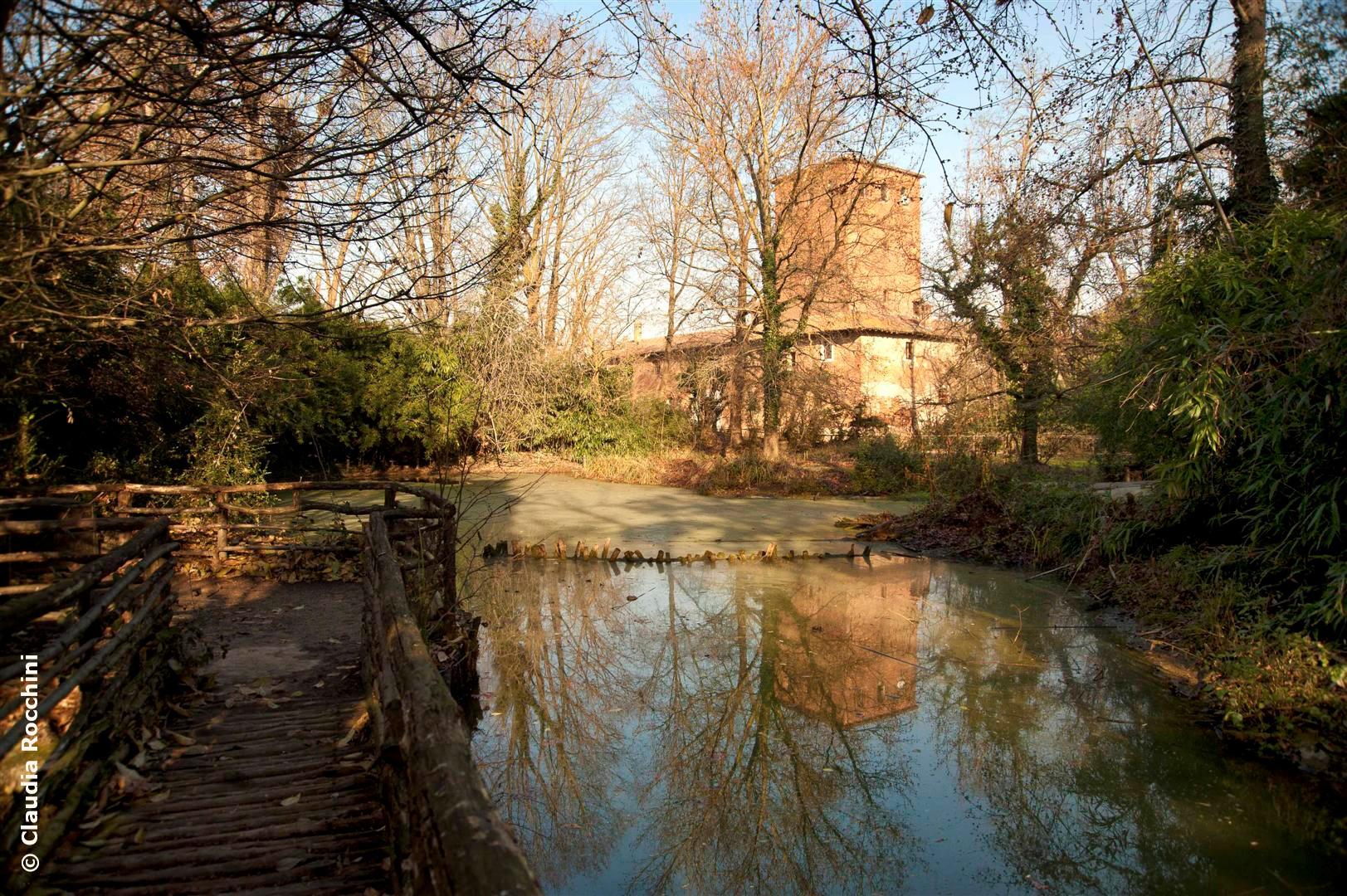 Il castello di Sant'alessio, oggi, visto dal lago dei Castori.